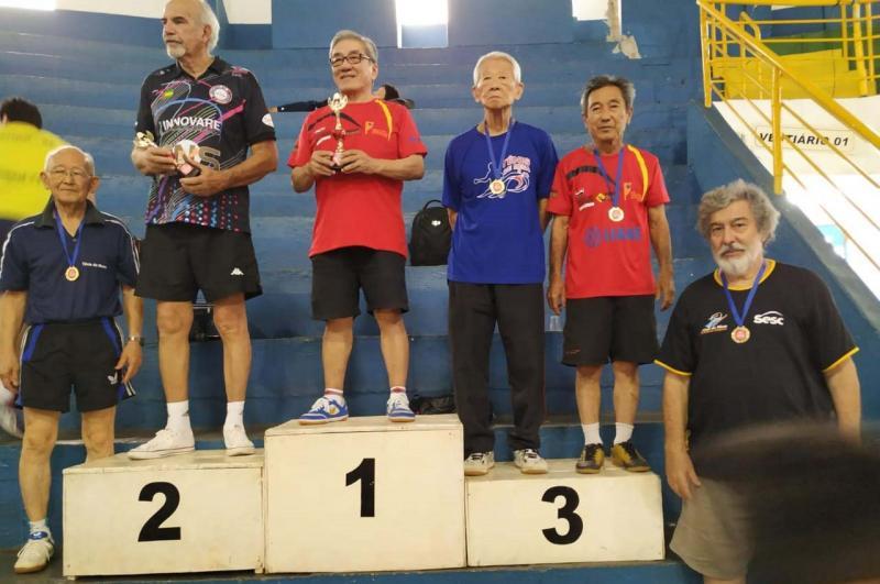Cedida/Giba - Pódio duplo com Yoshinori Yassuda campeão e Teruo Tarumoto, em terceiro lugar, em Tupã