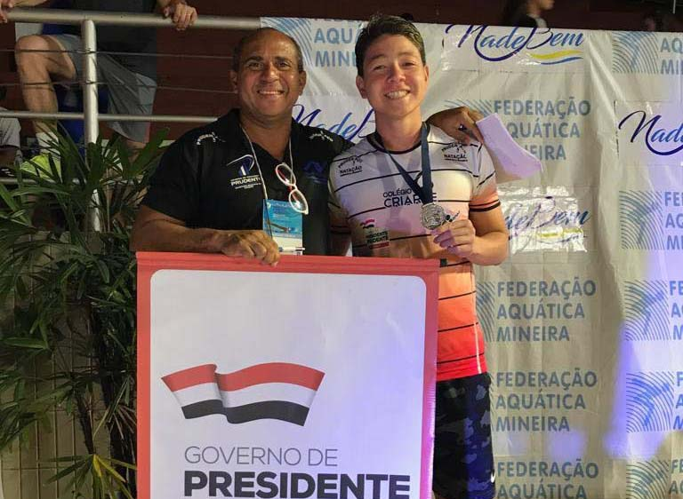 Cedida / Pépe - O sorriso de bons resultados, do nadador Bruno e seu técnico