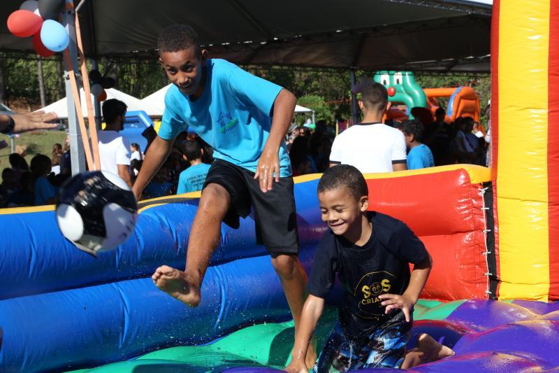 Jean Ramalho - Festa contou com brincadeiras lúdicas para cerca de 450 crianças