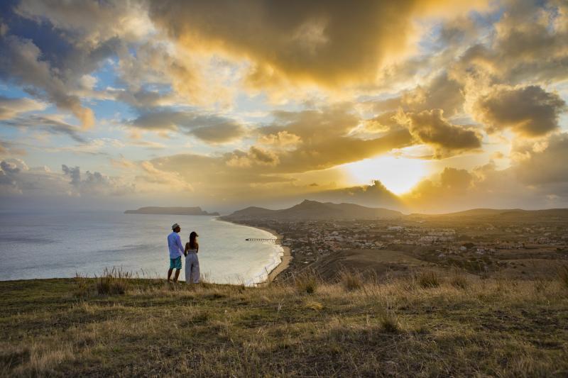 Considerado o melhor destino insular do mundo, a Ilha da Madeira é um pequeno paraíso português situado em meio à imensidão do Oceano Atlântico