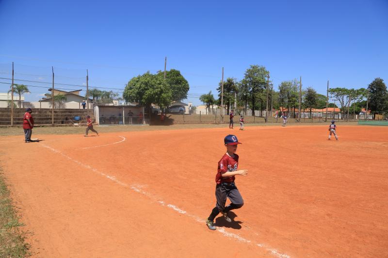 Marco Vinicius Ropelli:De pequeninos de 6 anos aos maiorzinhos de 12 encaram sol nos campos