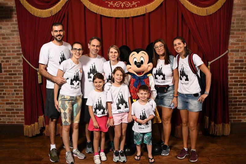 Emerson, Aline, Isadora, Rita Garcia, Evandro, Priscila, Ana Laura, Gabriel Oliveira e  Letícia Blasechi, na Disney, com a CVC Prudenshopping