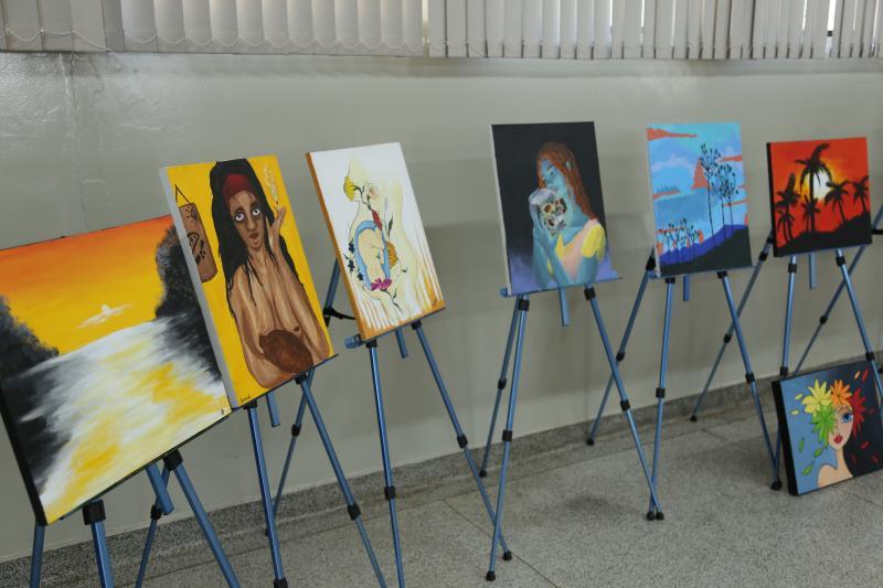 Pedro Silva:Grande parte das paredes da Fundação tem grafites realizados por Itamar e seus alunos, e alguns até mesmo com participação de artistas da região