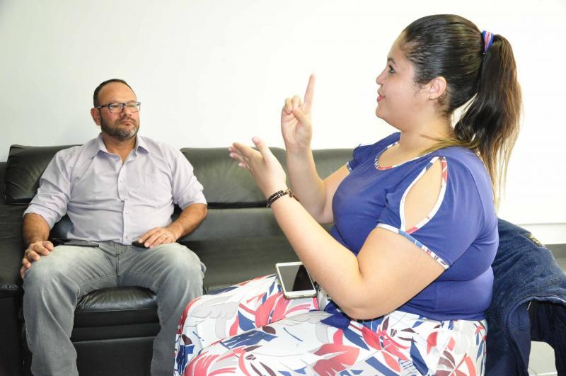"""José Reis - Intérprete, a prudentina Isabela intermediou a entrevista com Carlos: """"Ser a voz de alguém demanda confiança"""""""