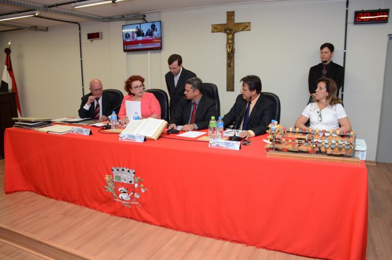 Maycon Morano - Sessão ordinária também foi transformada em sessão informal para a entrega de Cartão de Prata