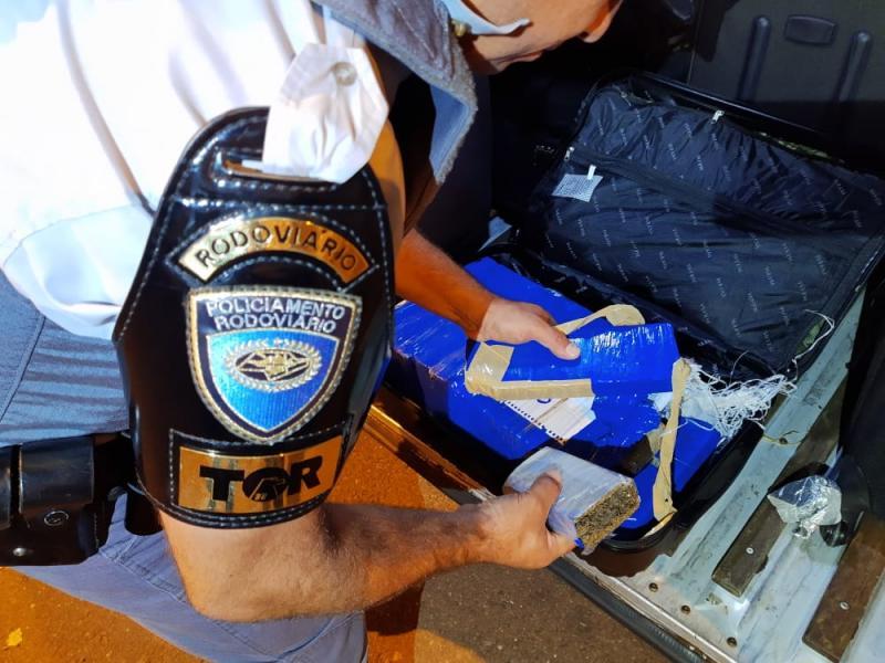 Polícia Militar Rodoviária - Droga estava escondida na mala do passageiro