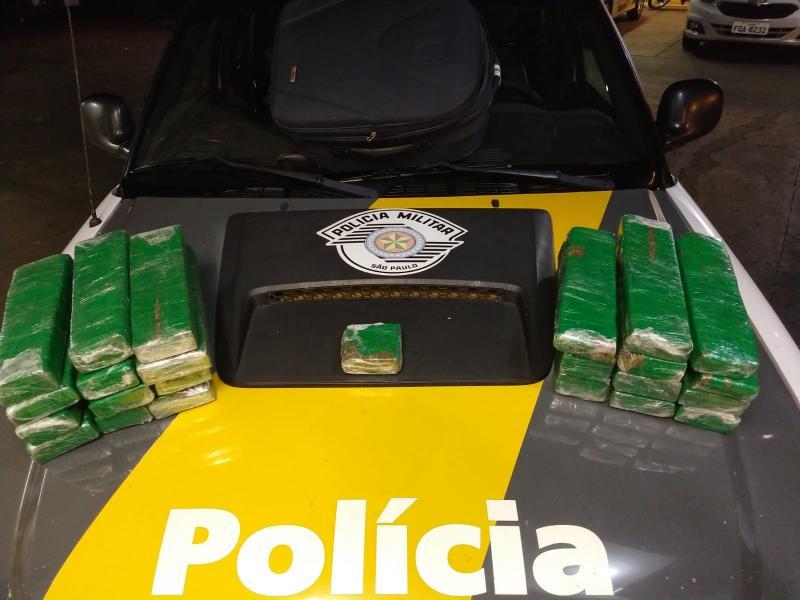 Polícia Militar Rodoviária - Entorpecente estava dividido em tabletes
