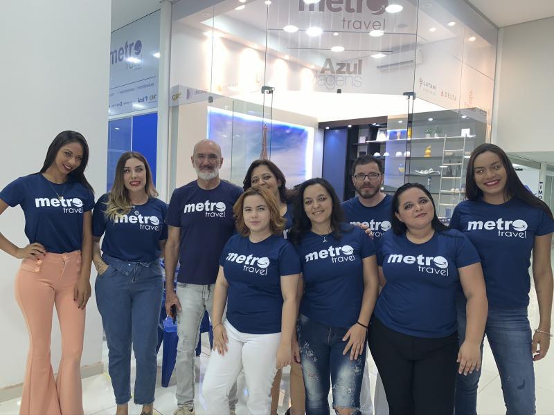 EQUIPE Dorival Gonçalves e o staff da agência Metro Travel