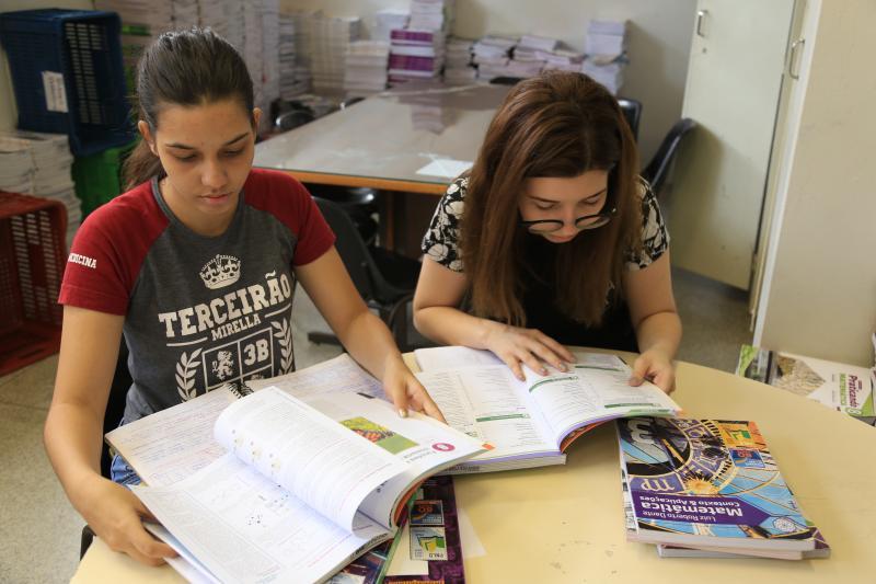 Pedro Silva - Camila e Samara estão focadas nos estudos para, em novembro, prestar o Enem