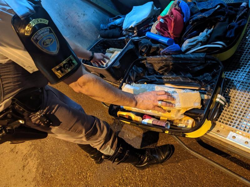 Polícia Militar Rodoviária - Malas estavam no bagageiro externo do ônibus