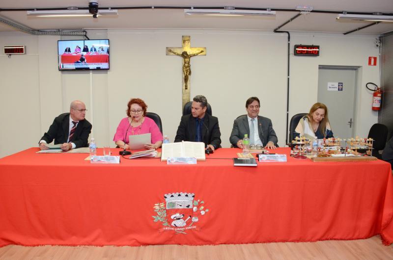 Maycon Morano/Câmara Municipal - Sessão ordinária também foi transformada em informal, para entrega de Cartão de Prata