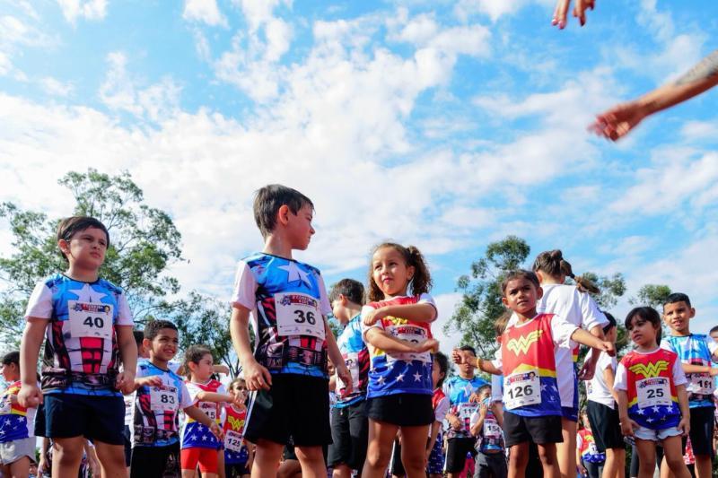 Divulgação / CK fotografia - Centenas de capitães América e mulheres Maravilha brilharam na 2ª Corrida Kids em PP