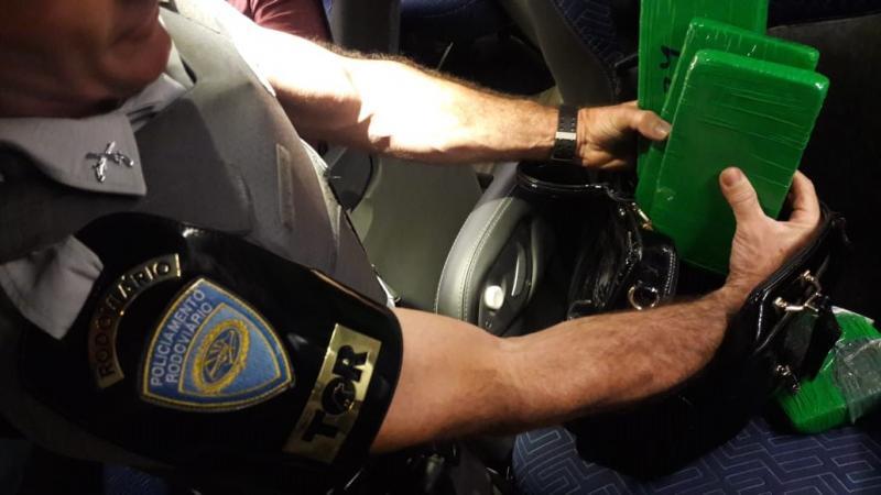 Polícia Militar Rodoviária – Indiciada afirmou que foi contratada para realizar o transporte da droga