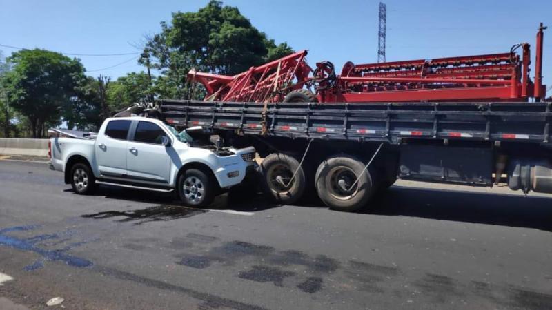 Cedida - Acidente envolvendo uma caminhonete e um caminhão ocorreu nesta tarde, em Epitácio