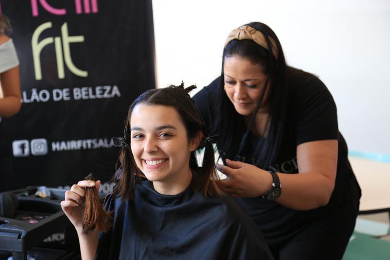 Marco Vinicius Ropelli - Voluntárias doaram mechas de cabelo para produção de perucas para pacientes em quimioterapia