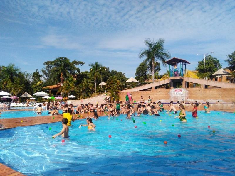 Gincana em família no complexo aquático do Terra Parque Eco Resort, em Pirapozinho