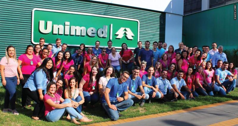 FOTO: Miguel Toninato/ Mariana Tavares/Cedida - Colaboradores da Unimed Prudente participaram de uma ação de conscientização em prol do Outubro Rosa e Novembro Azul