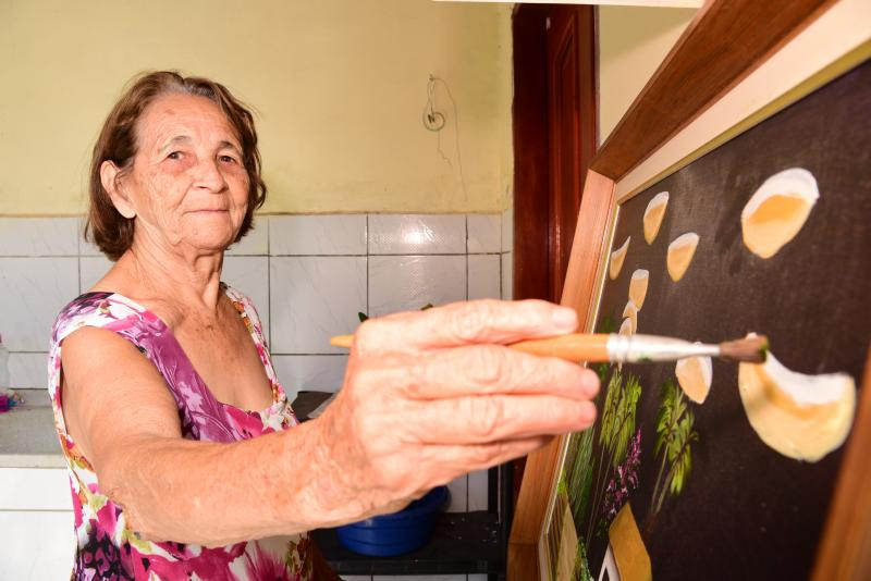 Foto: Paulo Miguel - A partir de 2008 Odete encontrou sentido na vida com a pintura