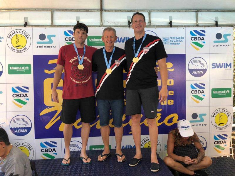 Cedida / Fran - Na sequência: Marcos Cabrini, Fran e Olavo Paes Siqueira, todos nadadores da equipe da Apea