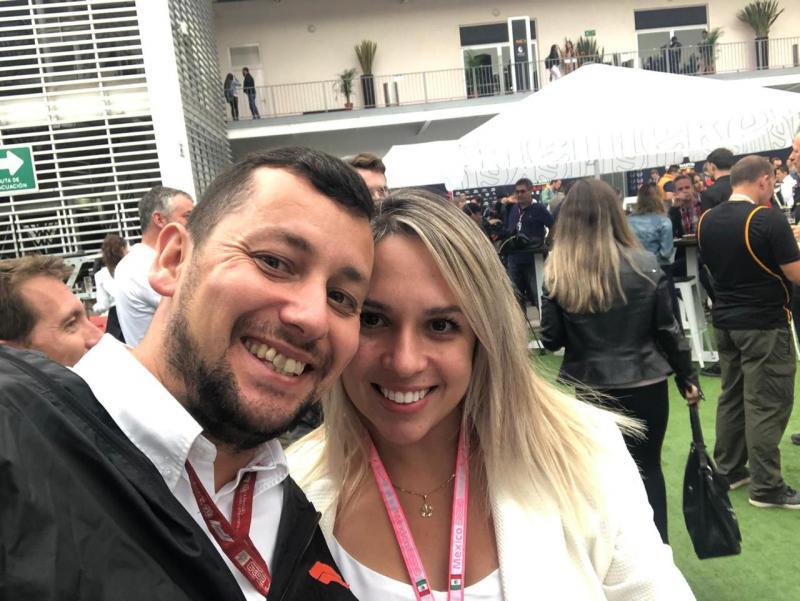 Prudentina Taisa Nelli, da Academia Action, e o marido, Grant Collins, no último GP de Fórmula 1 nos Estados Unidos