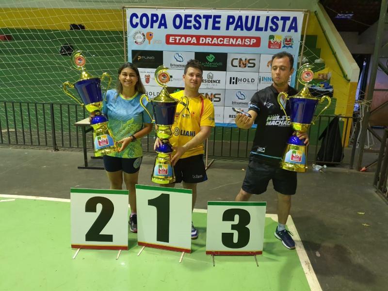 Cedida - Giba recebe o troféu de campeão geral da Liga pela 5ª vez consecutiva