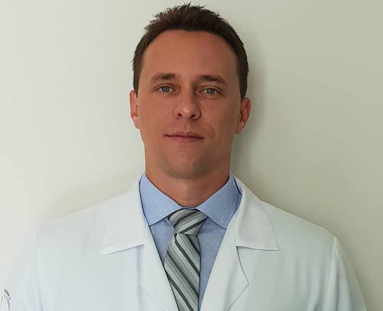 Assessoria de Comunicação do HRCPP - O médico urologista Thiago Milani da Costaalerta para os cuidados da saúde do homem