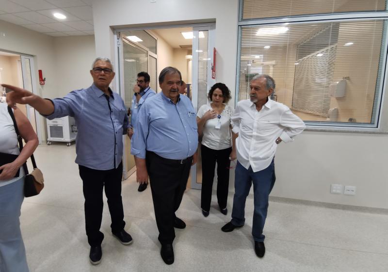 Francelino Magalhães e José Hilário Pasquini apresentaram as instalações da UTI ao Secretário Estadual da Saúde