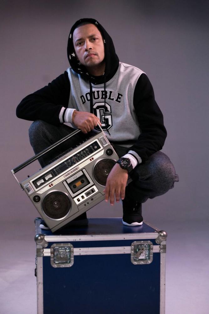 Jeferson dos Santos Vieira, mais conhecido pelo nome artístico DJ Cia se apresenta hoje em Prudente