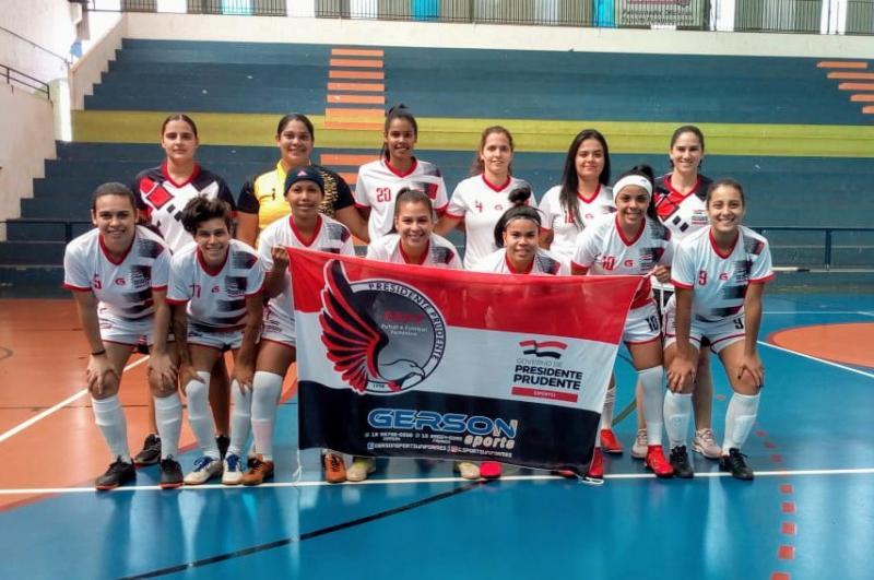 Cedida / Leniza Garrido - Meninas entram em quadra neste domingo, às 10h15, no Ginásio Padilha, em Paraguaçu Paulista