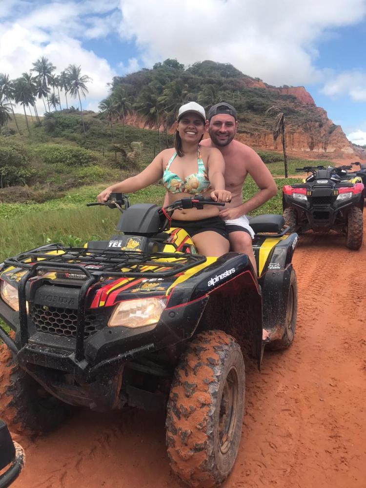 Rafael Pacagnela e Teane Silva, em Maceió, curtindo programação da agência Cacilda Tour