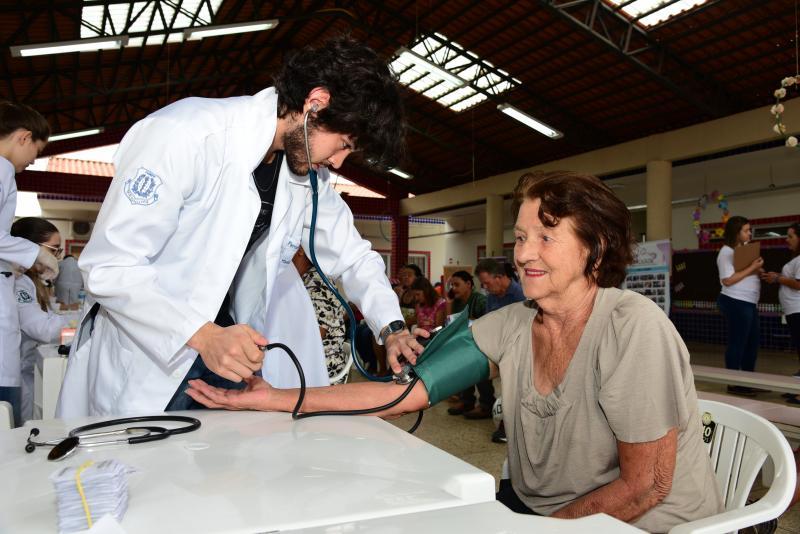 Paulo Miguel - Ação ofereceu exames e orientações na Escola Sylvia Marlene Pereira Faustino