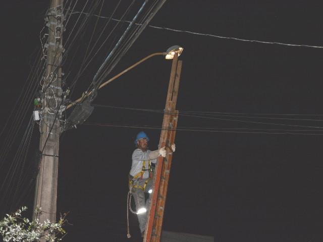 Secom: Empresa contratada para fazer a manutenção da iluminação pública iniciou trabalhos ontem