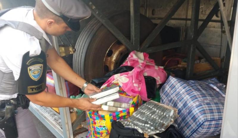 Polícia Militar Rodoviária  - Cocaína estava dentro de bolsas e mochilas