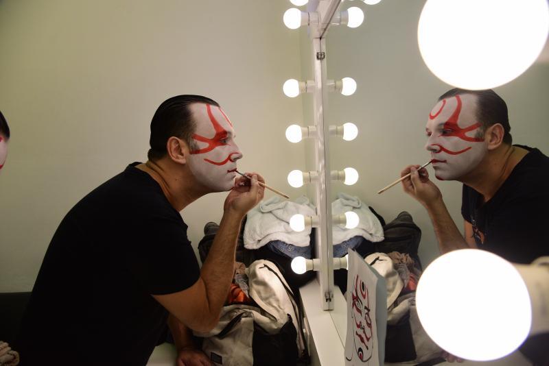 Paulo Miguel:Gabriel Naegele e Leo Thurler interpretam o mesmo personagem, In, porém cada um é a representação da personalidade do samurai