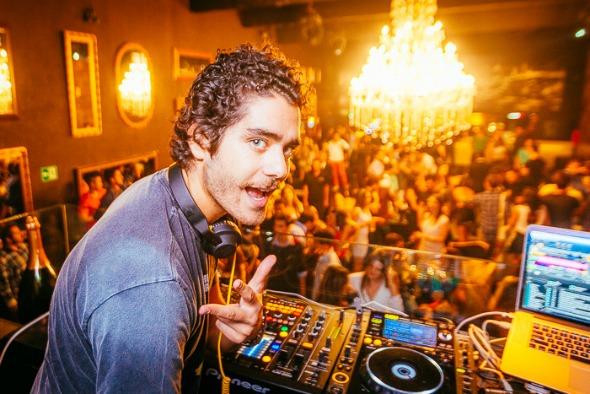 DJ e produtor Dudu Linhares se apresenta hoje no Ibiza Loung Bar no Tênis Clube