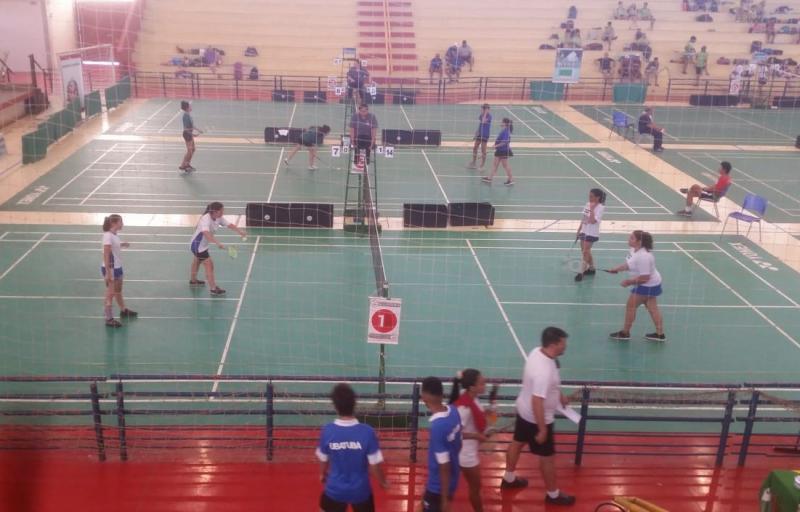 Cedida / Edmilson Anzai - Meninas do badminton da Semepp/Adoar foram as primeiras a jogarem e conquistarem a vitória