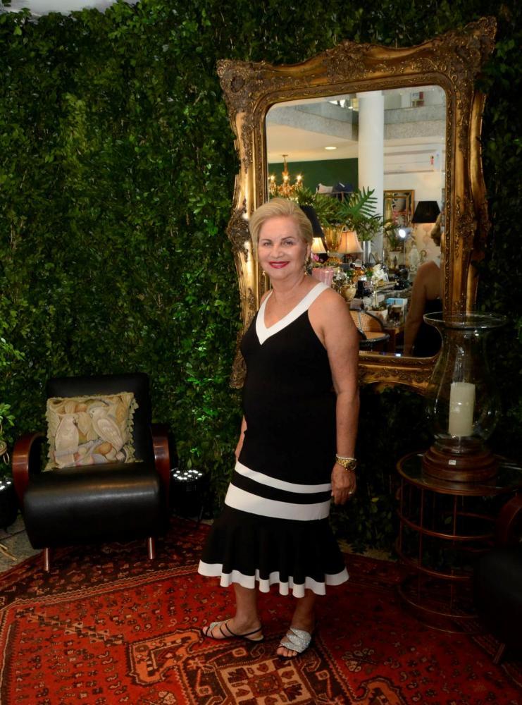 MOMENTO Dirce Zamora comemora os 42 anos de Monalisa Joias
