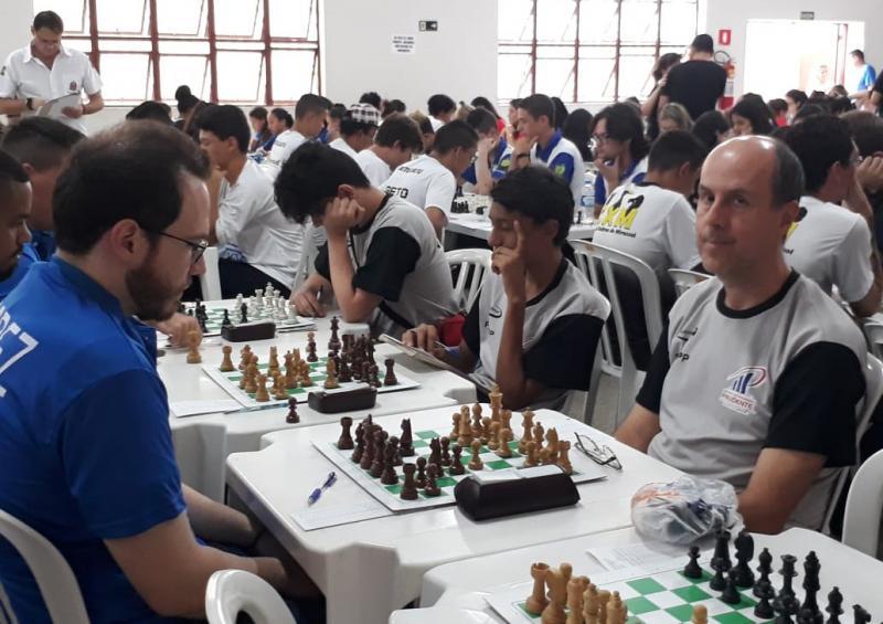 Cedida/ Paulo César Costa - Equipe de xadrez estreou com derrota, perdendo para Sertãozinho; hoje, há nova disputa