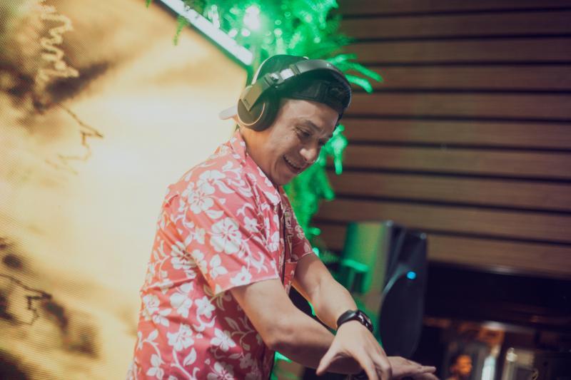 O ninja dos ninjas, DJ Marcelinho Anitelli se apresenta hoje na Sunset Projeto Verão que comemora 5 anos de Ibiza Lounge Bar