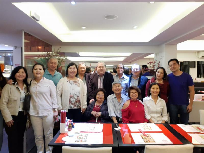 Jorge Matsuda, presidente do grupo Matsuda, comemorando com a família os 71 anos de idade e 71 anos da empresa