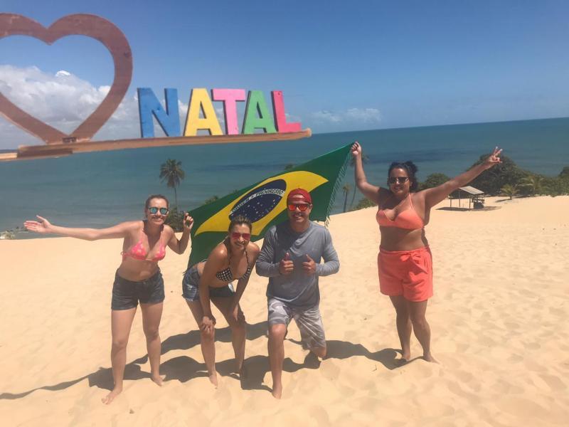 Gislaine Queiroz, Vanuza Queiroz, Hugo Azevedo e Tais Cardoso curtiram Natal (RN), com a Cacilda Tour