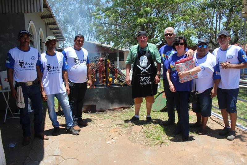 Equipe de churrasqueiros recebe o presidente do HRCPP, Francelino Magalhães e a esposa Mercedes
