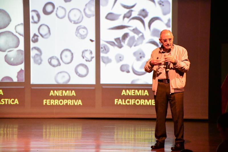Naoum trouxe um panorama histórico, o desenvolvimento e as atualizações em hematologia no 13ª Jornada de Iniciação Científica e do 3º Encontro de Egressos da graduação da Unoeste