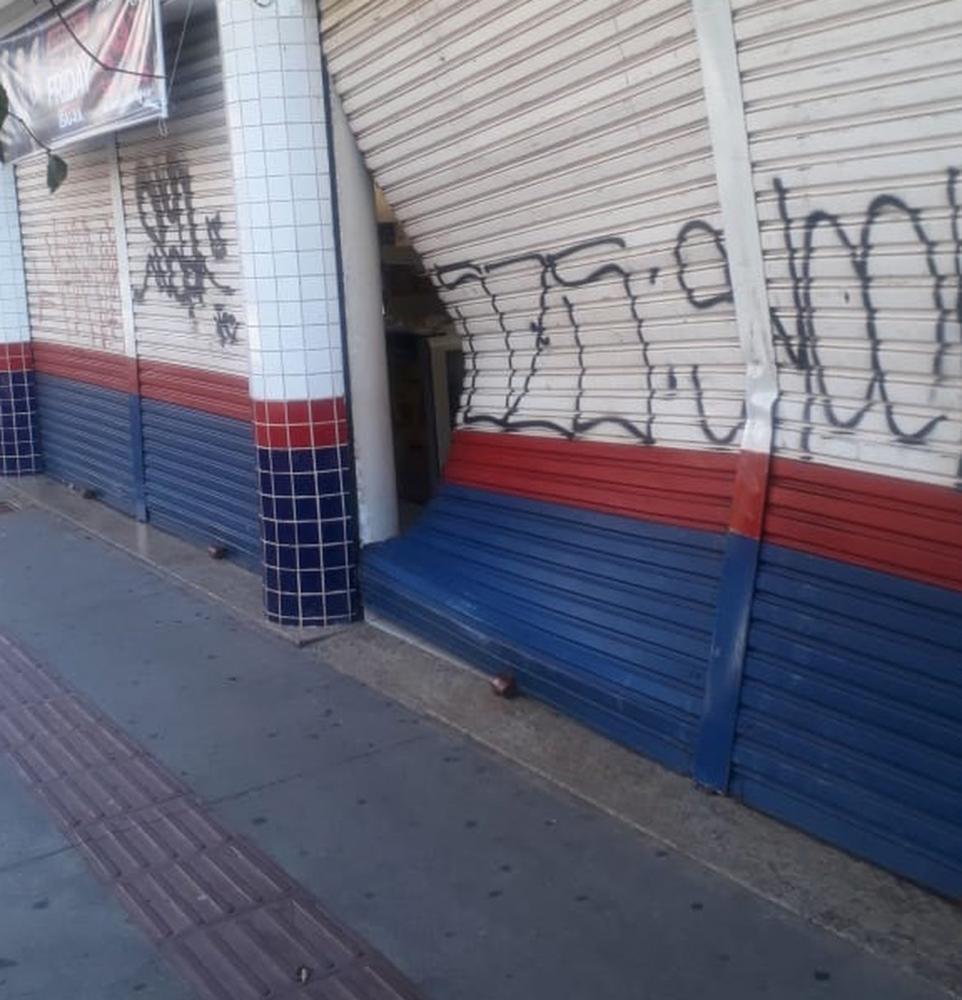 Cedida: Polícia Militar  | Três homens encapuzados arrombam estabelecimento no centro de PP