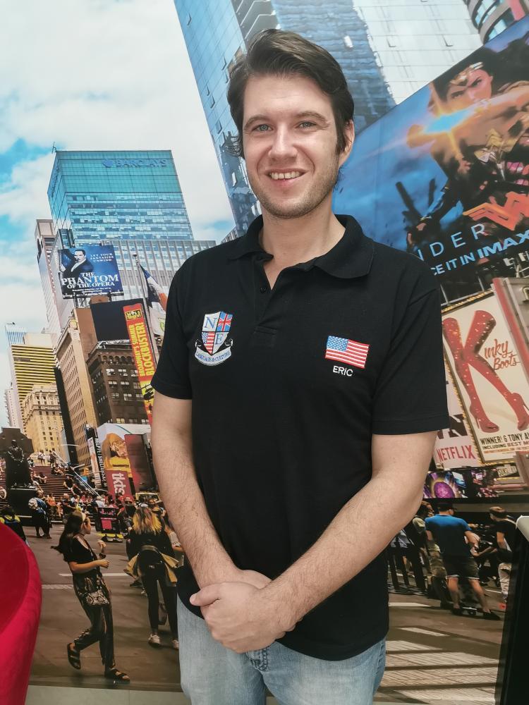 O americano Eric Schoeffel é sócio proprietário e professor na escola de inglês Native English