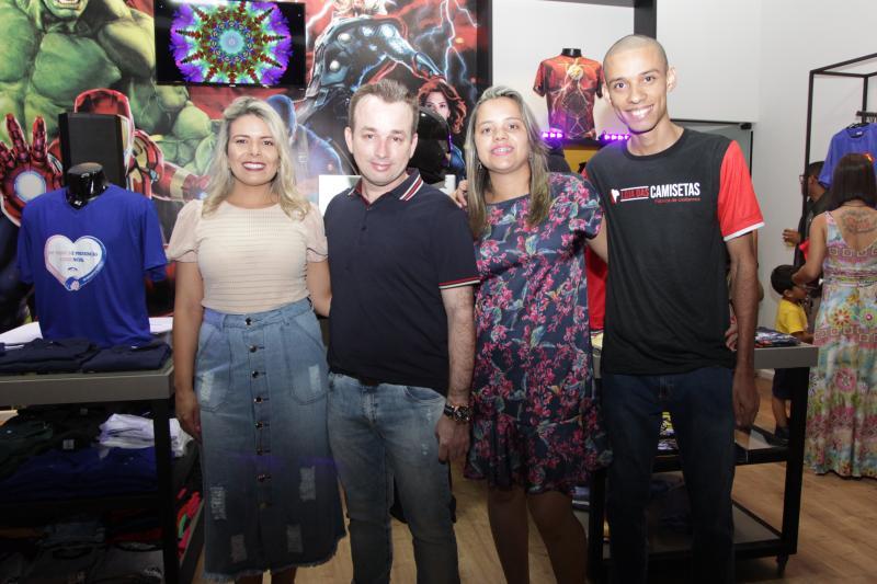 Inaugura a Loja das Camisetas com eles, Nayara Rodrigues e Eduardo Delfim, Suzana Rodrigues e Danilo Oliveira
