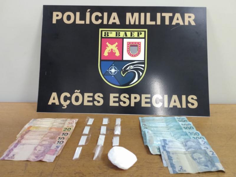 Polícia Militar - Porções de maconha e dinheiro foram apreendidos no imóvel