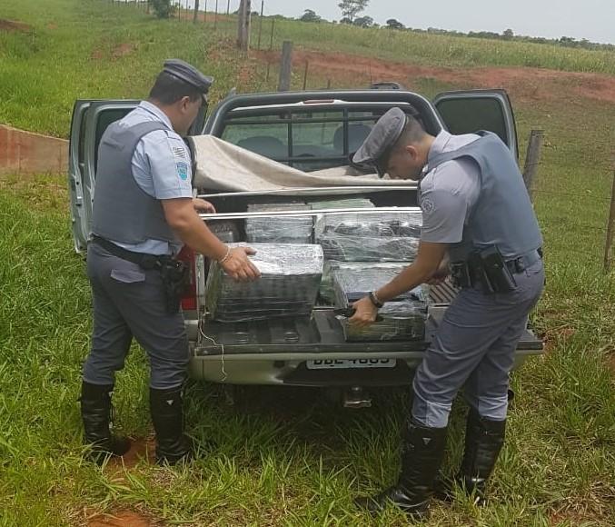 Polícia Militar Rodoviária - No interior do veículo foram localizados tabletes de maconha