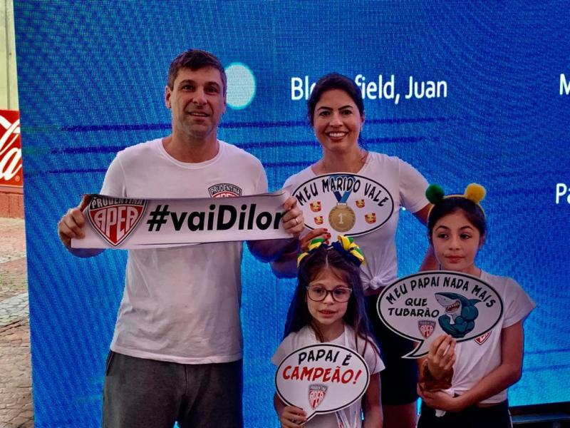 Cedida - Dilor conta sempre com torcedoras mais que especiais, a esposa Juliana e as duas filhas