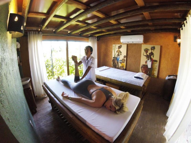 Baie Mooi, espaço de terapia holística do Terra Parque Eco Resort oferece a massagem com a técnica Shiatsu